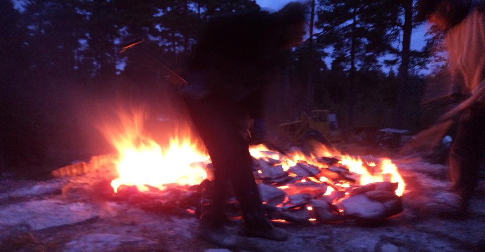 Provstenar plockas ut och kontrolleras om de är helt genombrända.