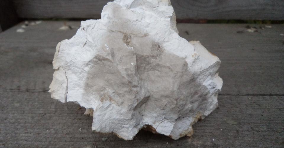 Stenens kärna är här inte helt genombränd och kasseras.